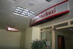 Mimari_Yonlendirme_ic_Mekan_Sistemleri_Askili_Yonlendirme_Panolari_011