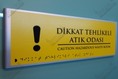 Braille_Alfabeli_Yonlendirme_Kapi_isimligi00014